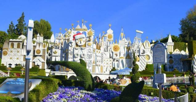 It's A Small World Christmas - day