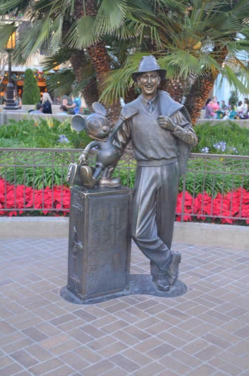 DL Partners statue