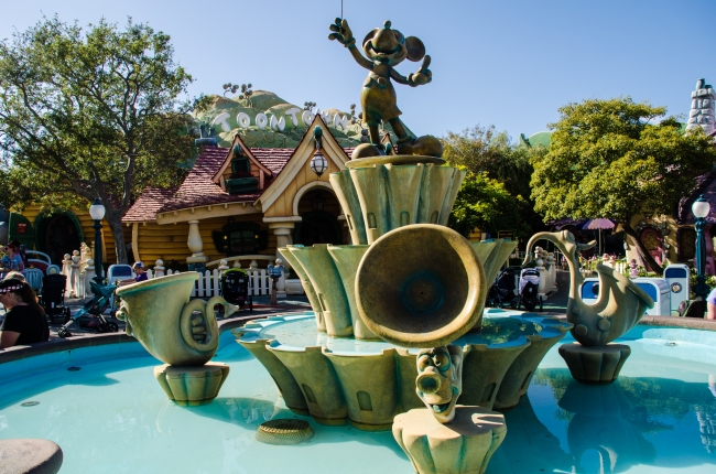 Mickey toontown fountain