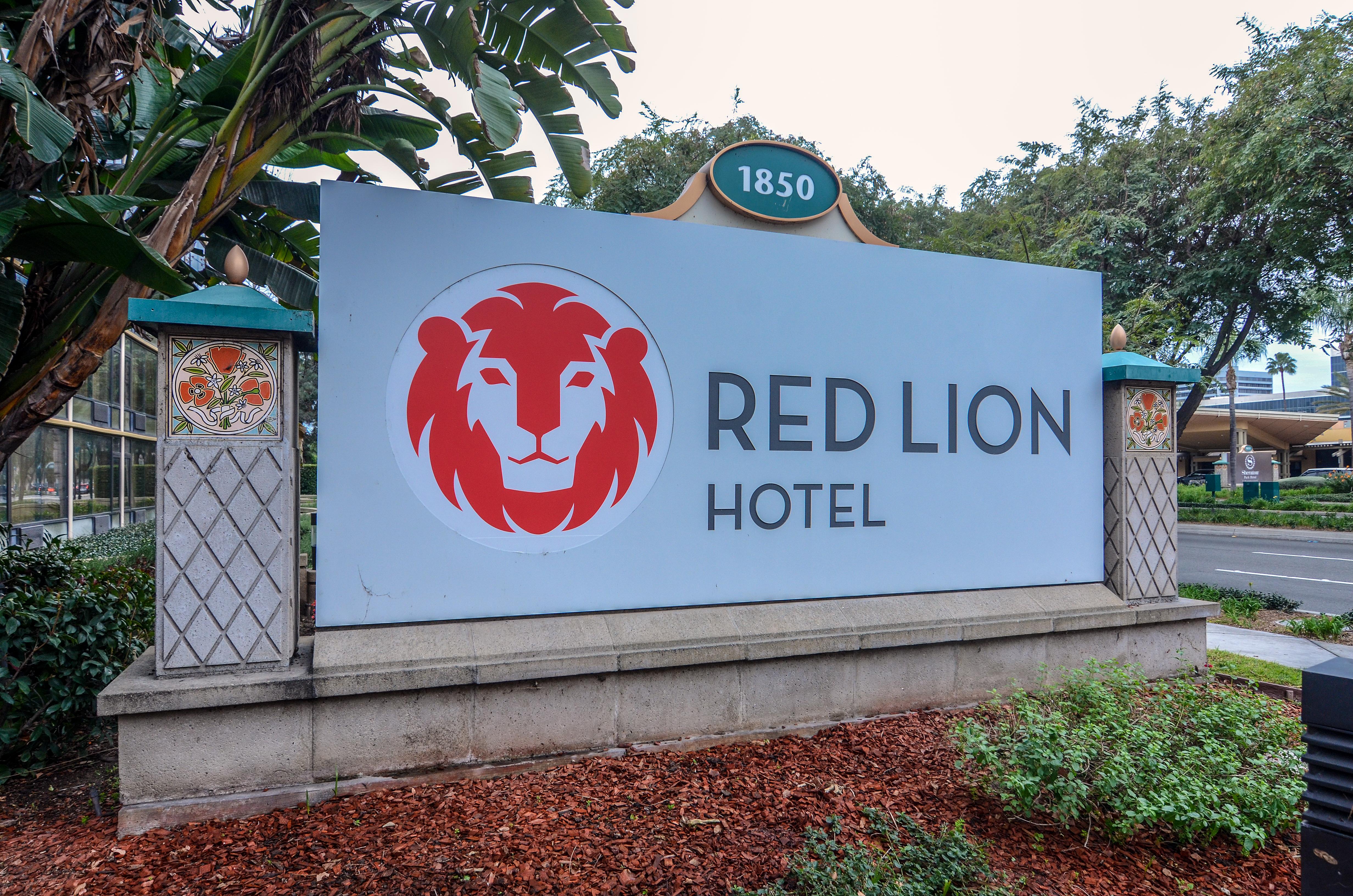Disneyland Good Neighbor Hotel Review Red Lion Hotel Anaheim Resort Wandering In Disney